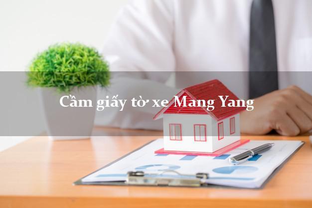 Cầm giấy tờ xe Mang Yang